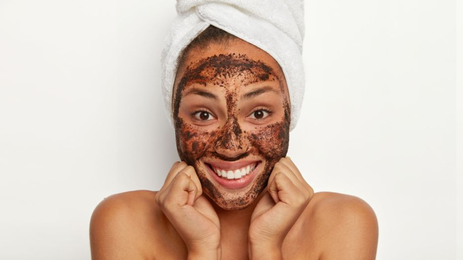 Peeling or exfoliation: which is best for your skin type?