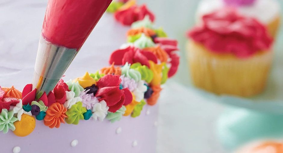 Tools to prepare your wedding cake in your own home